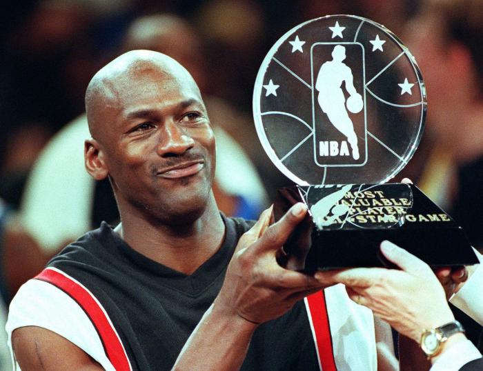 Michael Jordan với những cống hiến hết mình trong sự nghiệp bóng rổ